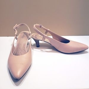 Clarks Linvale loop blush Heels size 9-9.5